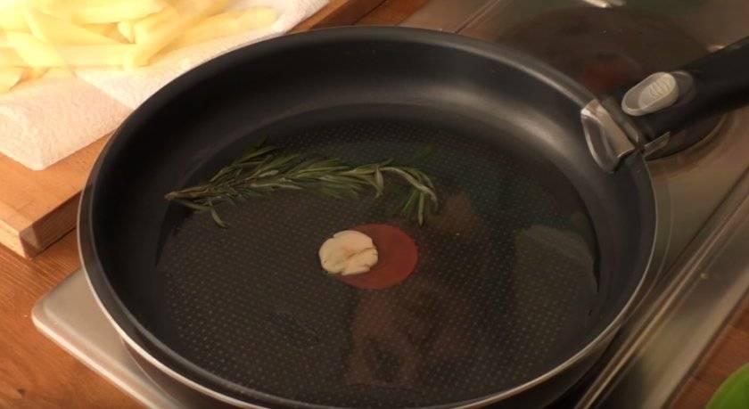 Можно ли жарить на льняном масле, и как правильно его использовать