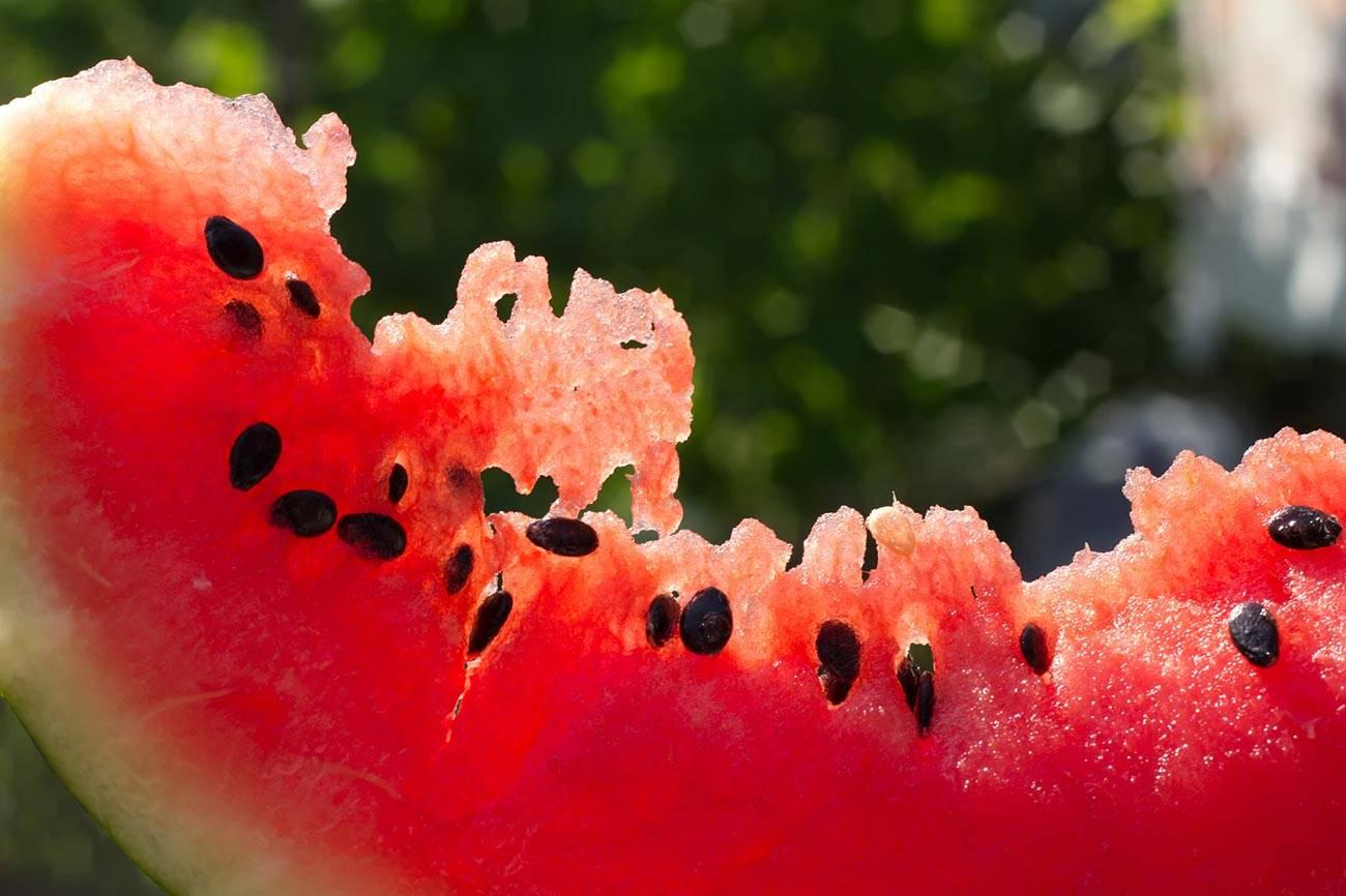 Можно ли есть арбузные семечки — польза и вред, состав, калорийность