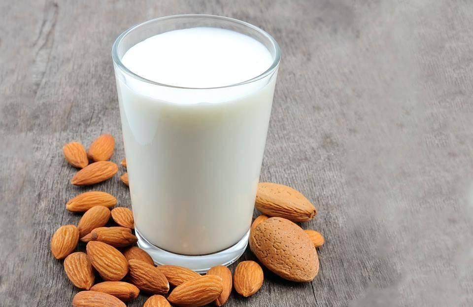 Миндальное молоко – польза и вред