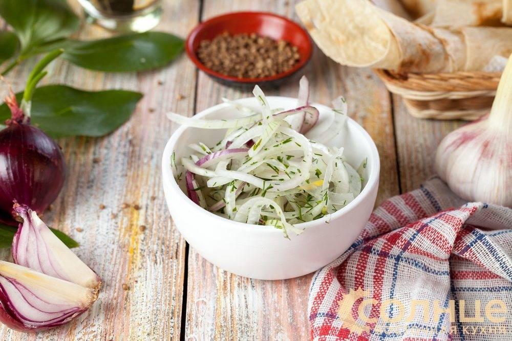 Удаляем неприятную горечь из лука для селедки, салатов и других блюд