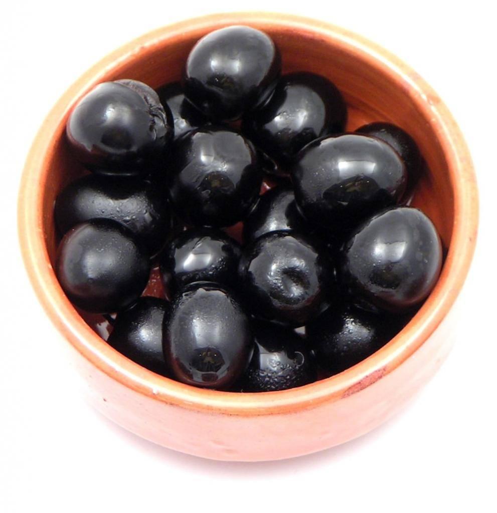 Чем полезны оливки и маслины