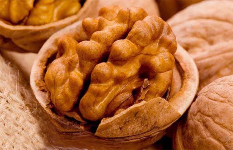 Чем  орехи полезны для мужчин?