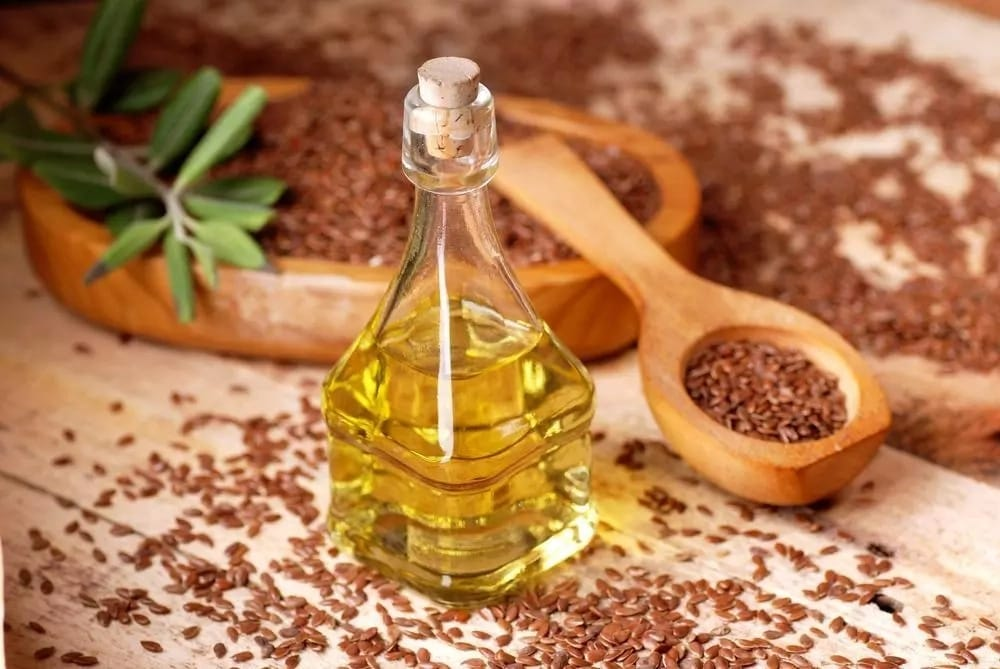 Льняное масло: польза и вред для женщин и мужчин