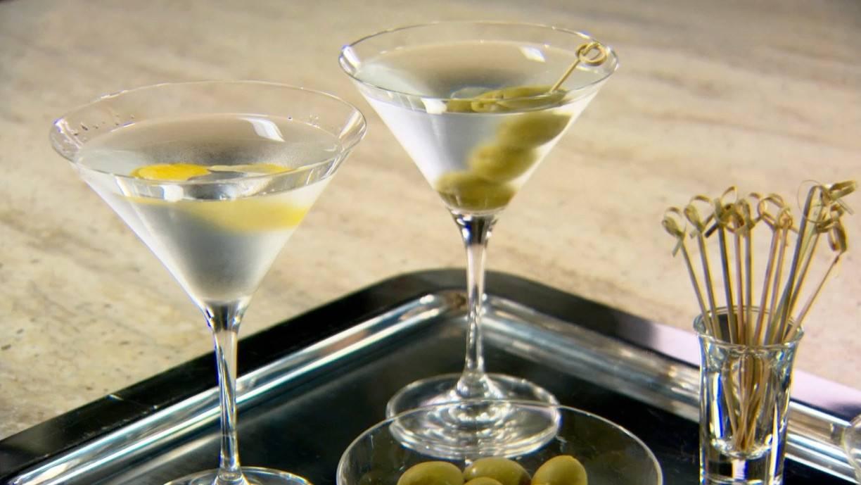 """Учимся правильно пить и закусывать красный """"мартини россо"""""""