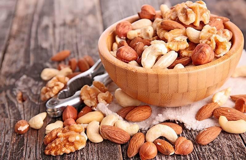 Вы точно знаете, чем полезны орехи для женщин?