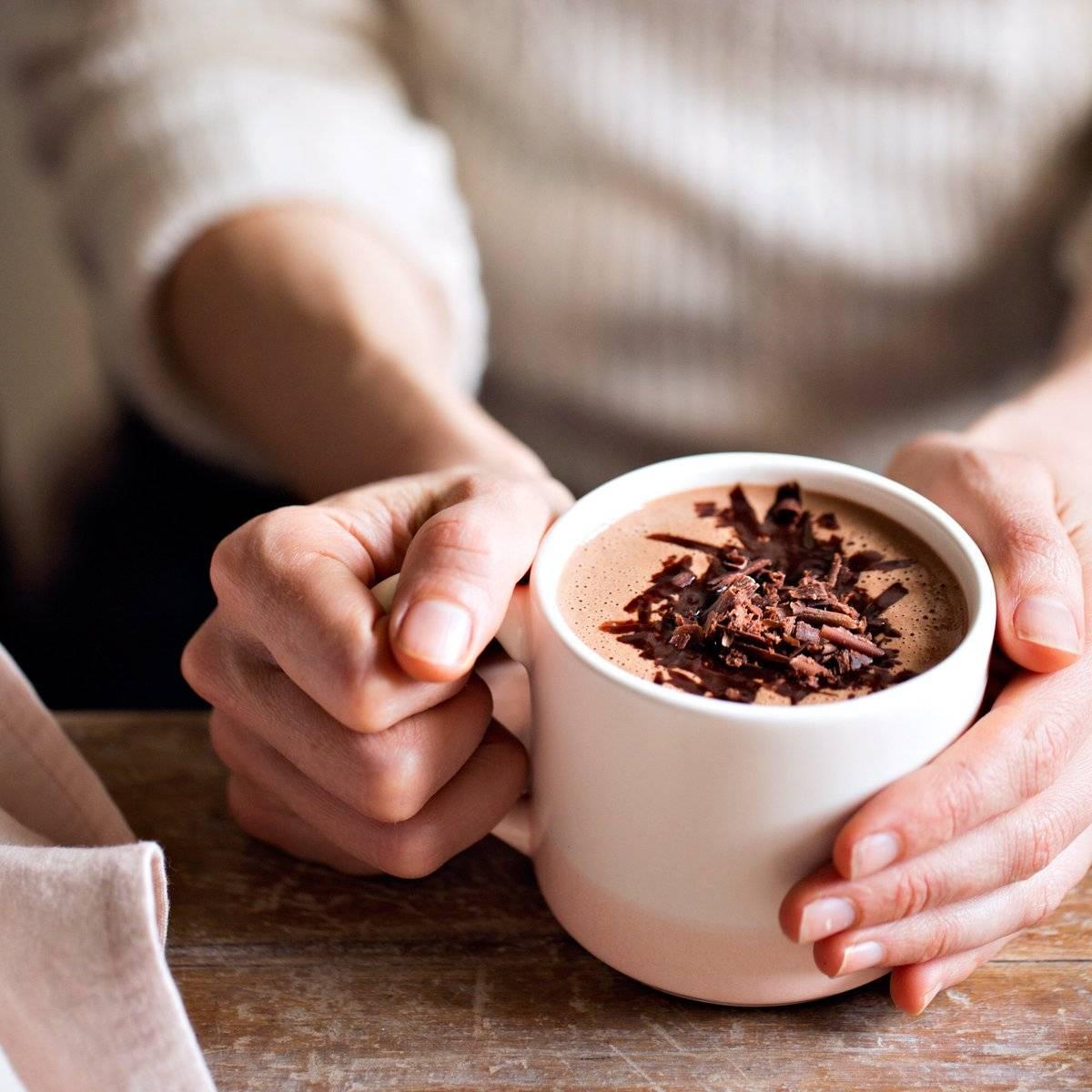 Можно ли есть шоколад на ночь и пить в горячем виде? польза и вред продукта