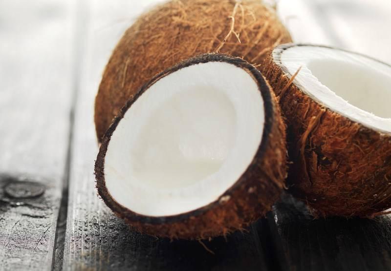Польза и возможный вред кокосовой воды