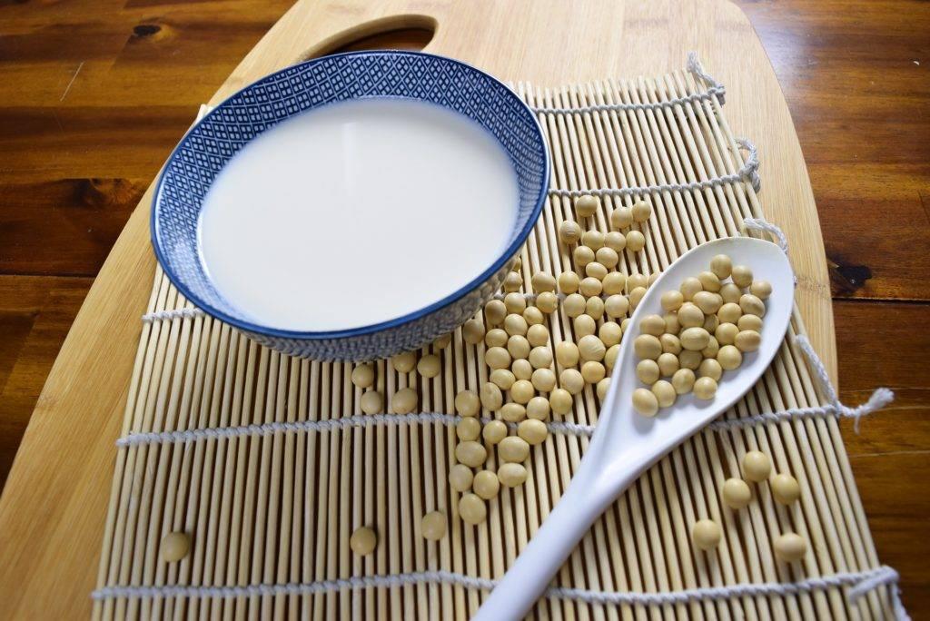 Полезно ли соевое молоко и сколько в нём калорий