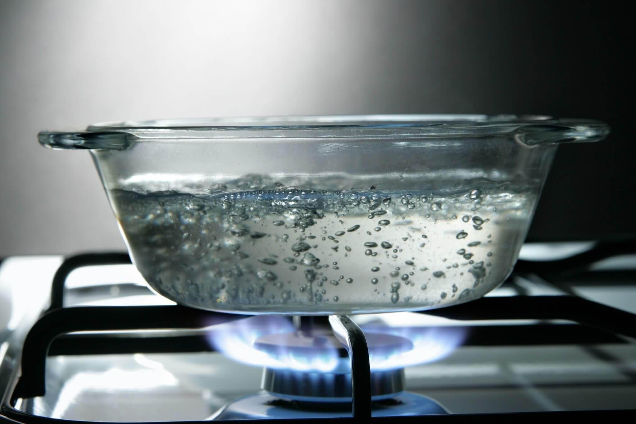 Какая вода более полезна кипяченая или сырая?