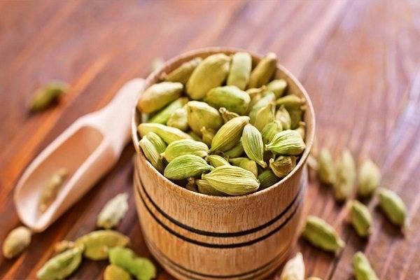 Польза кардамона для здоровья для женщин, мужчин. как приготовить кофе, чай, молоко с кардамоном, чтобы было полезно?