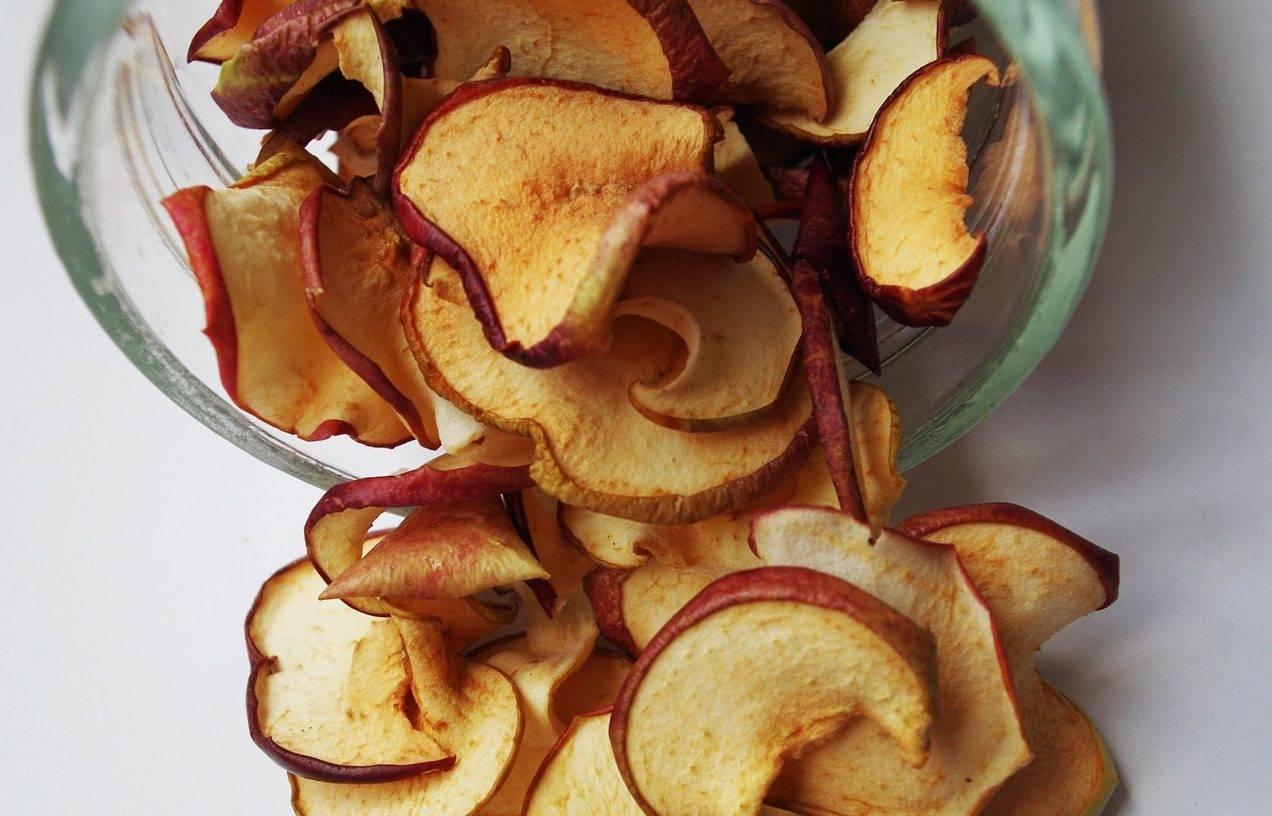 Сушеные яблоки — польза и вред для здоровья человека