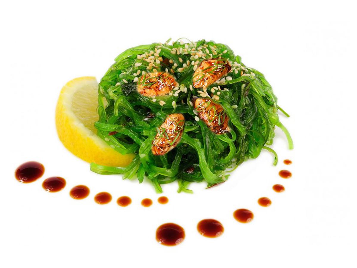 Польза и вред салата чука: дары моря, приправленные кунжутом