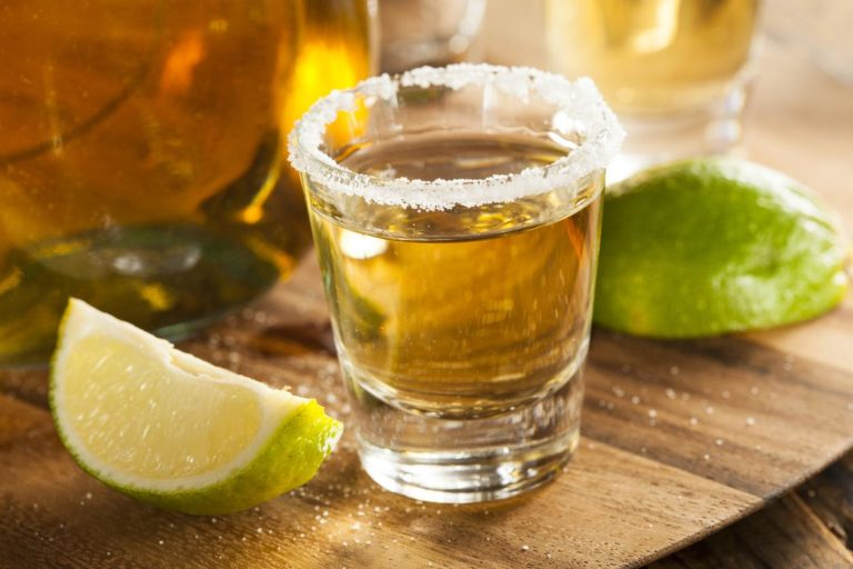 Чем закусывать самогон и как его правильно пить