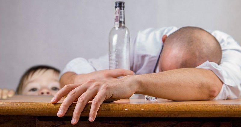 Человек с бутылкой