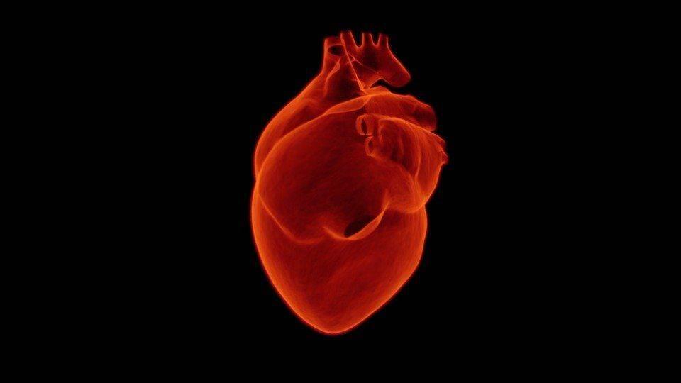 Сердце на черном фоне