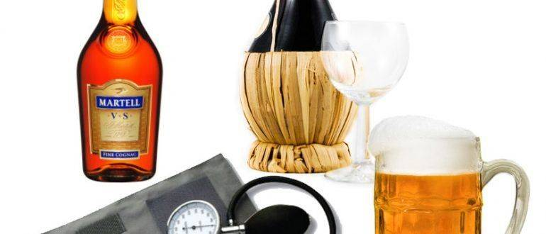 Бутылки с алкоголем и тонометр