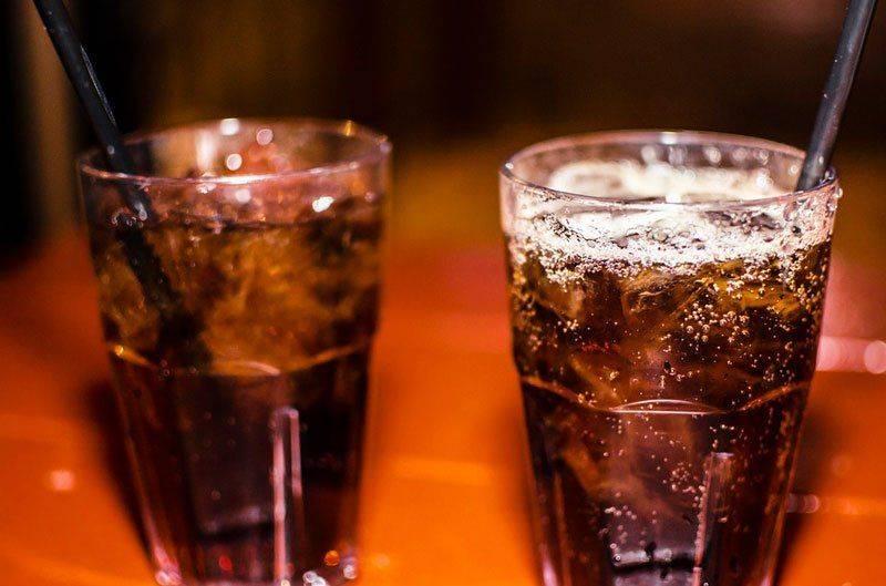 Два стакана виски с колой