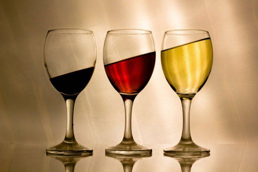 Три бокала вина