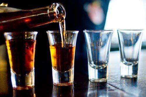 Алкоголь в рюмках