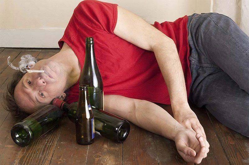 В состоянии алкогольной зависимости