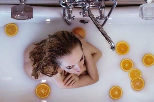Ванная с молоком и апельсинами