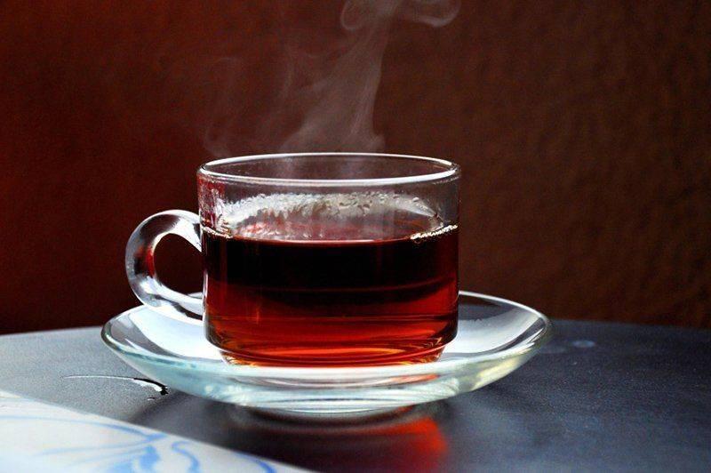 Помогает ли чай при похмелье и какой лучше пить?