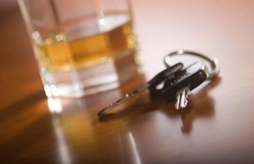 Ключи от авто и стакан