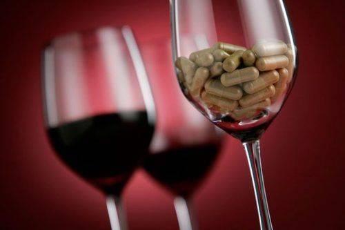 Прием медикаментов со спиртными напитками