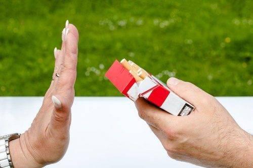 Предложение выкурить сигарету