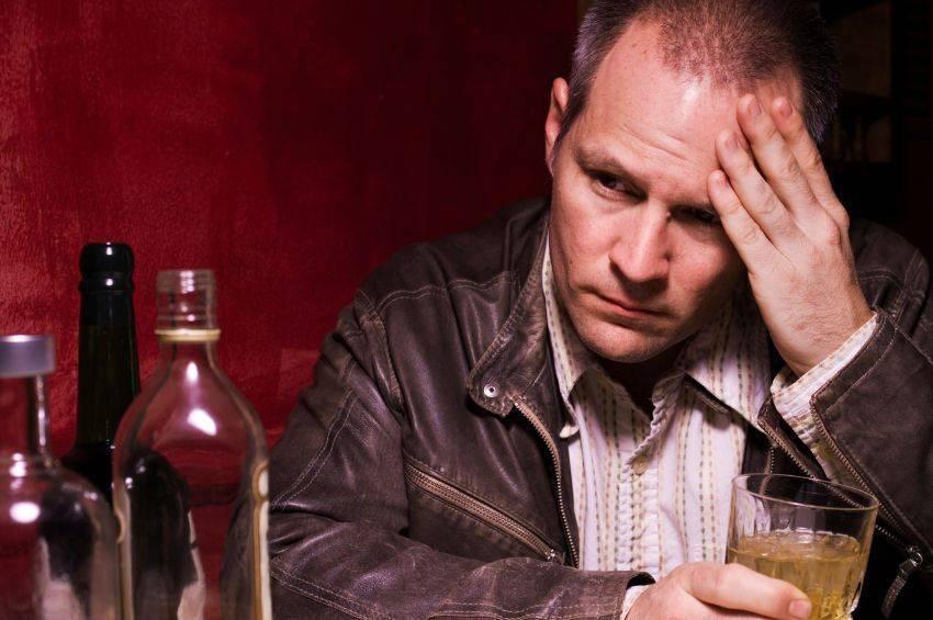 Пьющий человек (алкоголик)