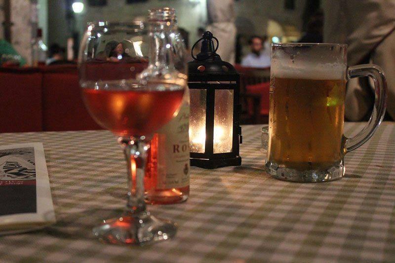 Почему беременным хочется пива или вина и что делать?