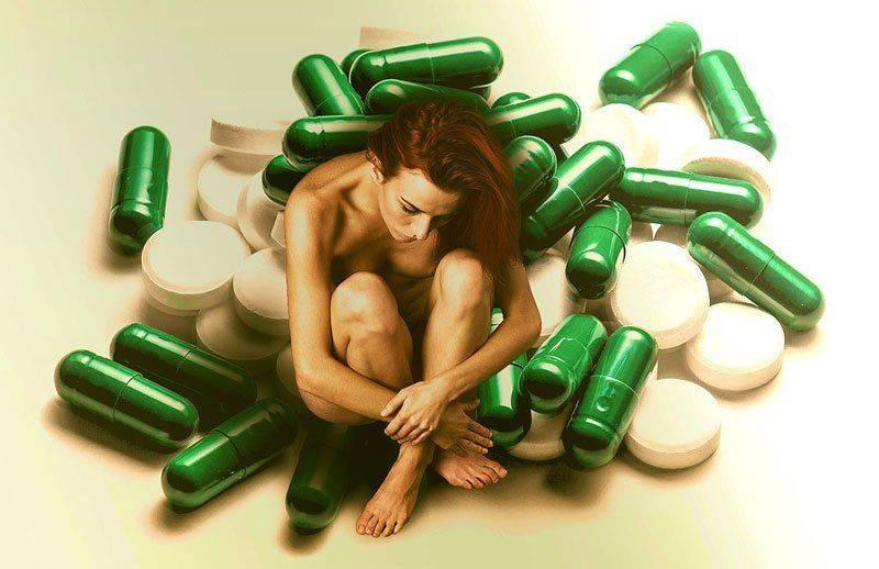 Женщина в таблетках