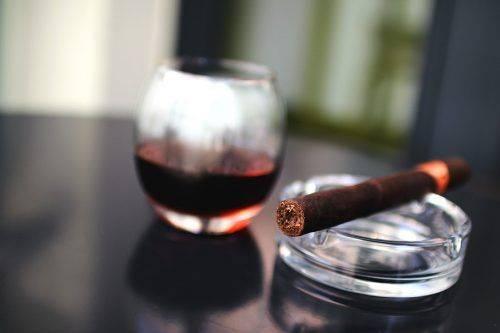 Алкоголь и сигара
