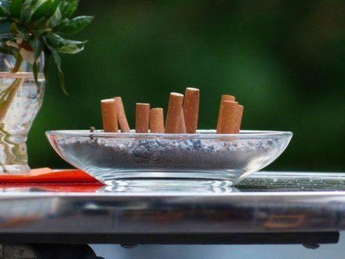 Окурки и пепел