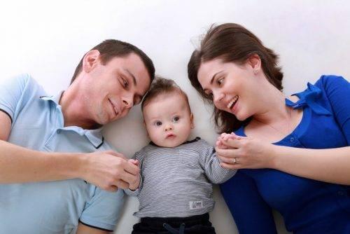Родители с ребёнком