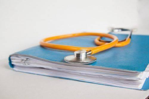 Стетоскоп с бумагами
