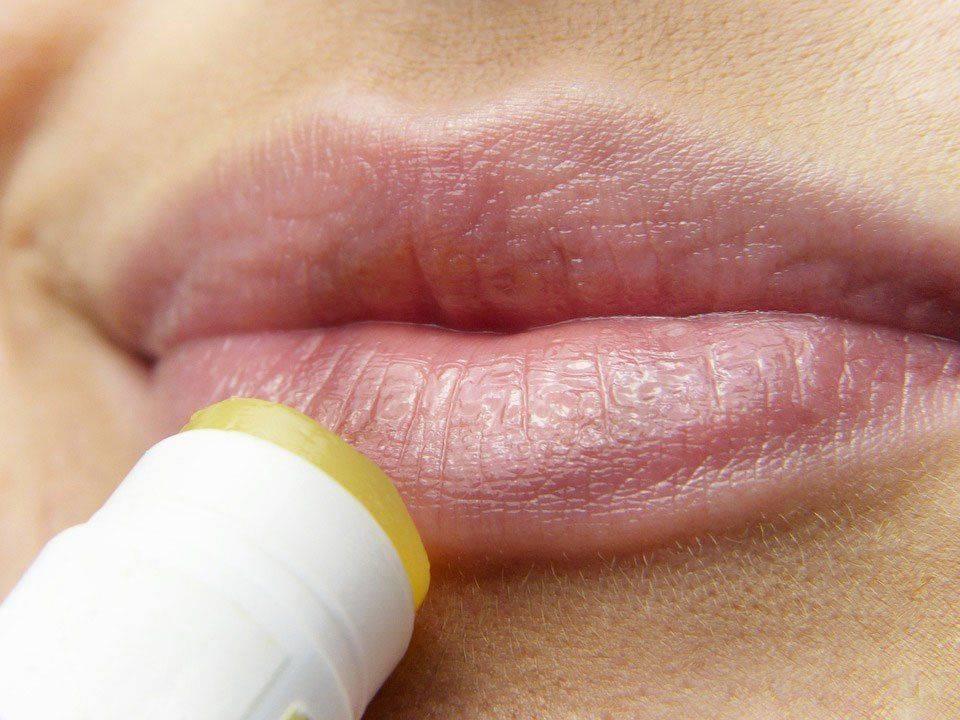 Маскировка герпеса на лице и губах