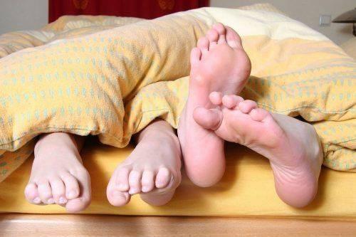 Люди в постели