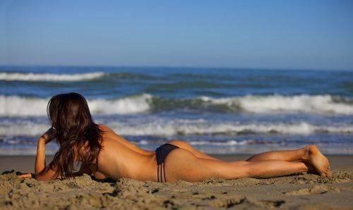 Загар на берегу моря