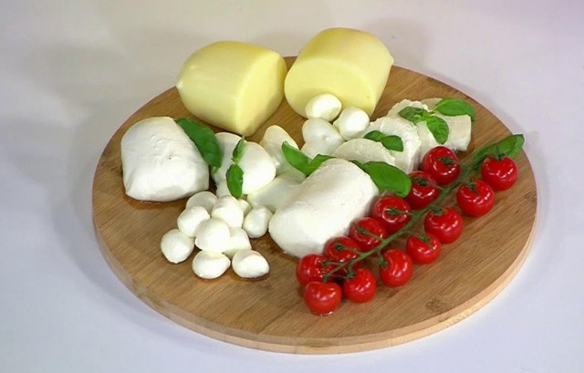 Как выглядит сыр моцарелла, разновидности сорта и полезные качества