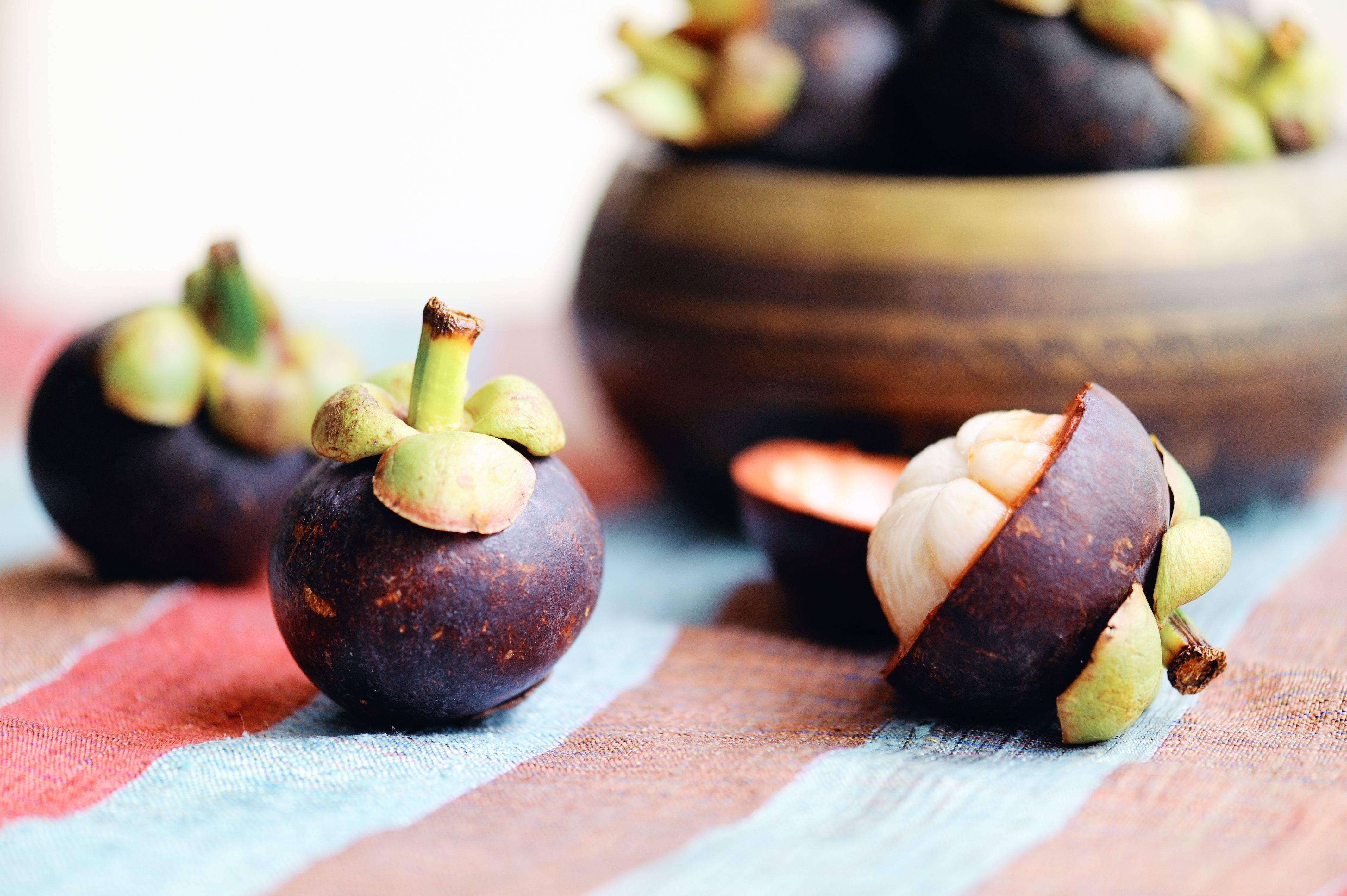 Экзотический фрукт мангустин