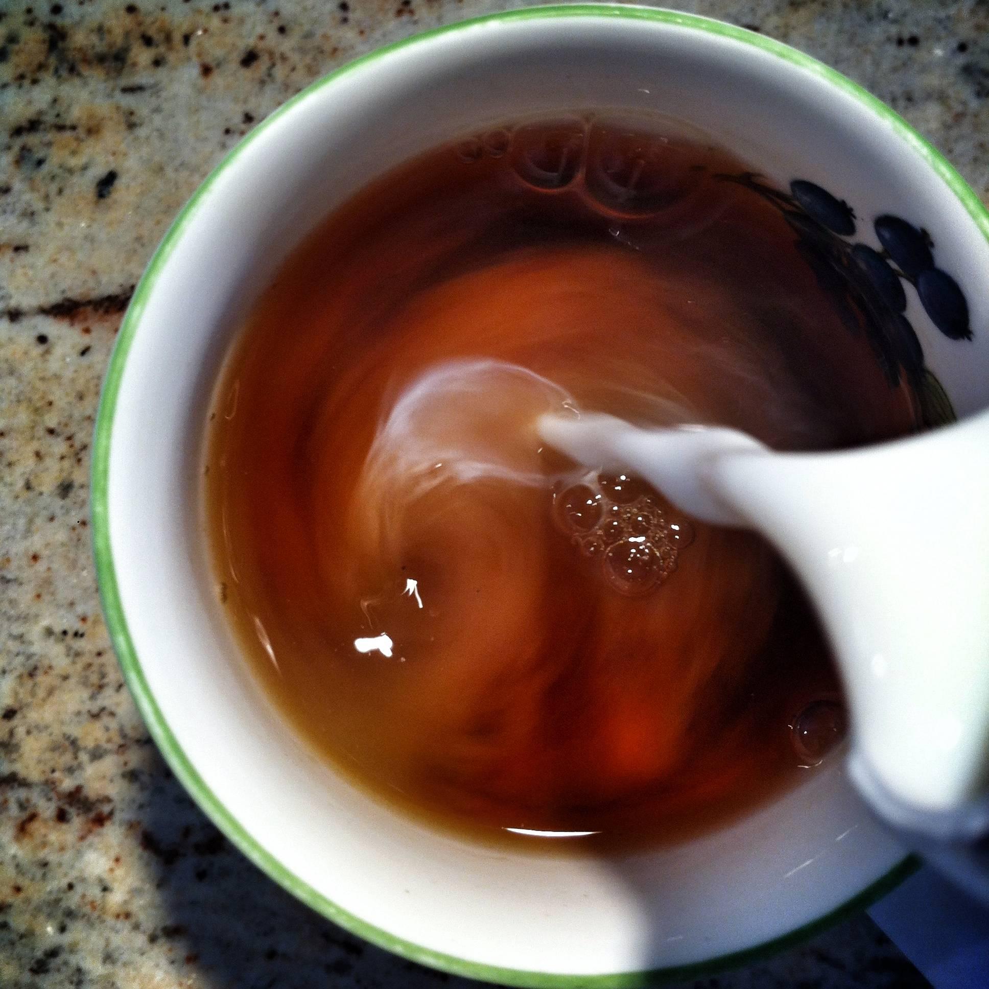 Ученые: чай с молоком вреден для здоровья