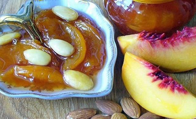 Варенье из персиков с корицей и миндалём
