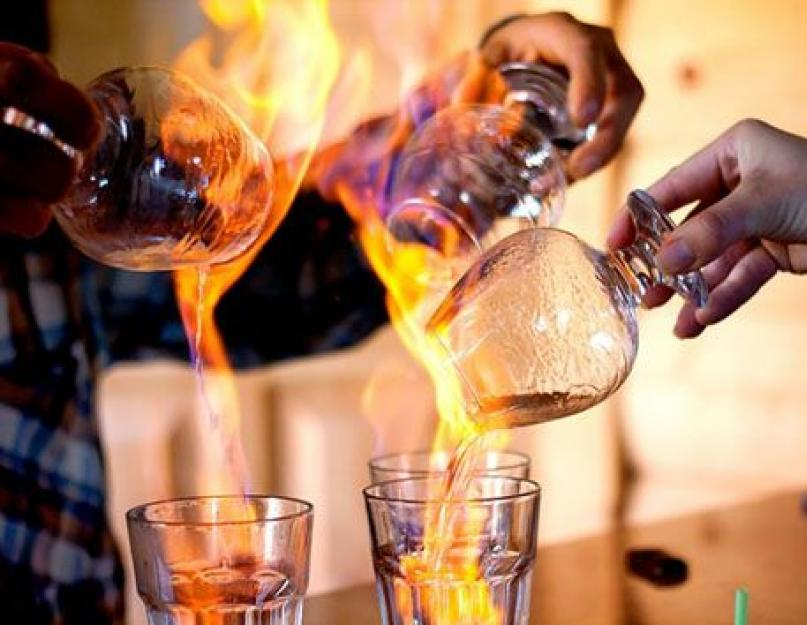 Как правильно пить самбуку: обычные и самые оригинальные способы