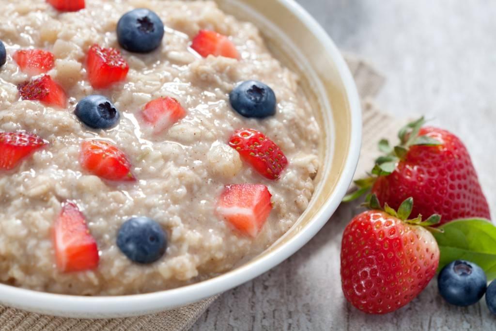 Самые полезные каши на завтрак утром для здоровья: рейтинг