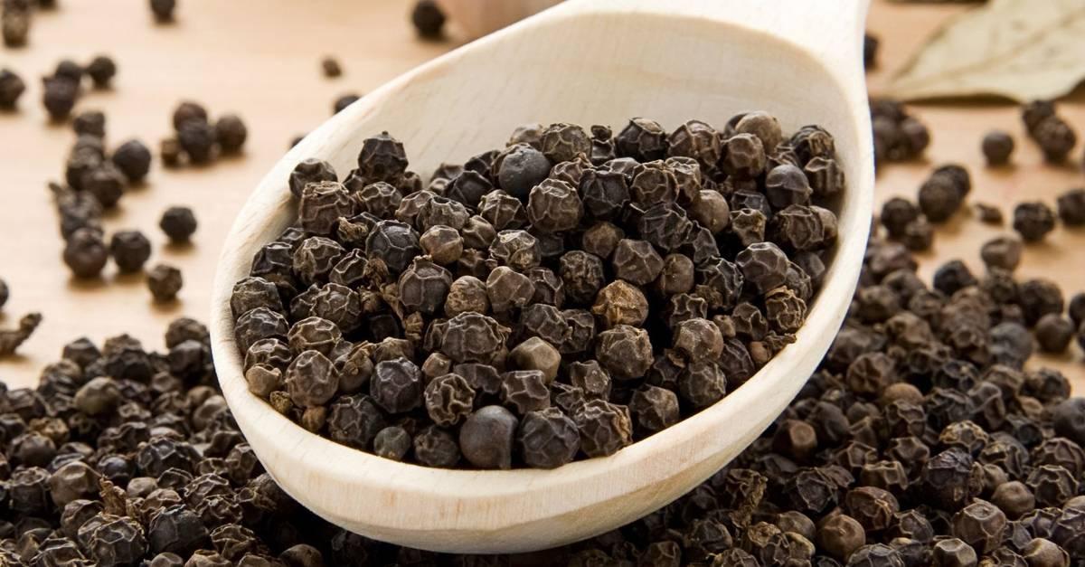 Черный перец: полезные свойства и противопоказания