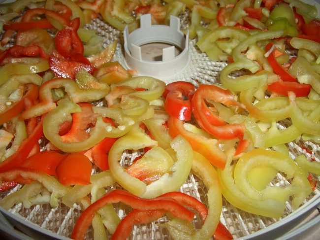 Сушка перца в духовке. как сушить болгарский перец: готовим полезный и вкусный кулинарный ингредиент в домашних условиях
