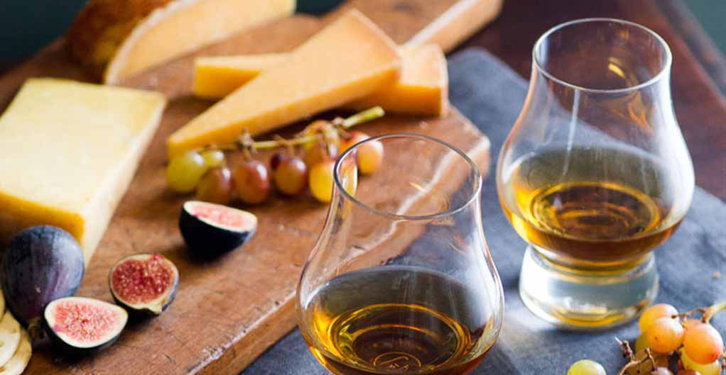Как пить ликер амаретто и чем закусывать?