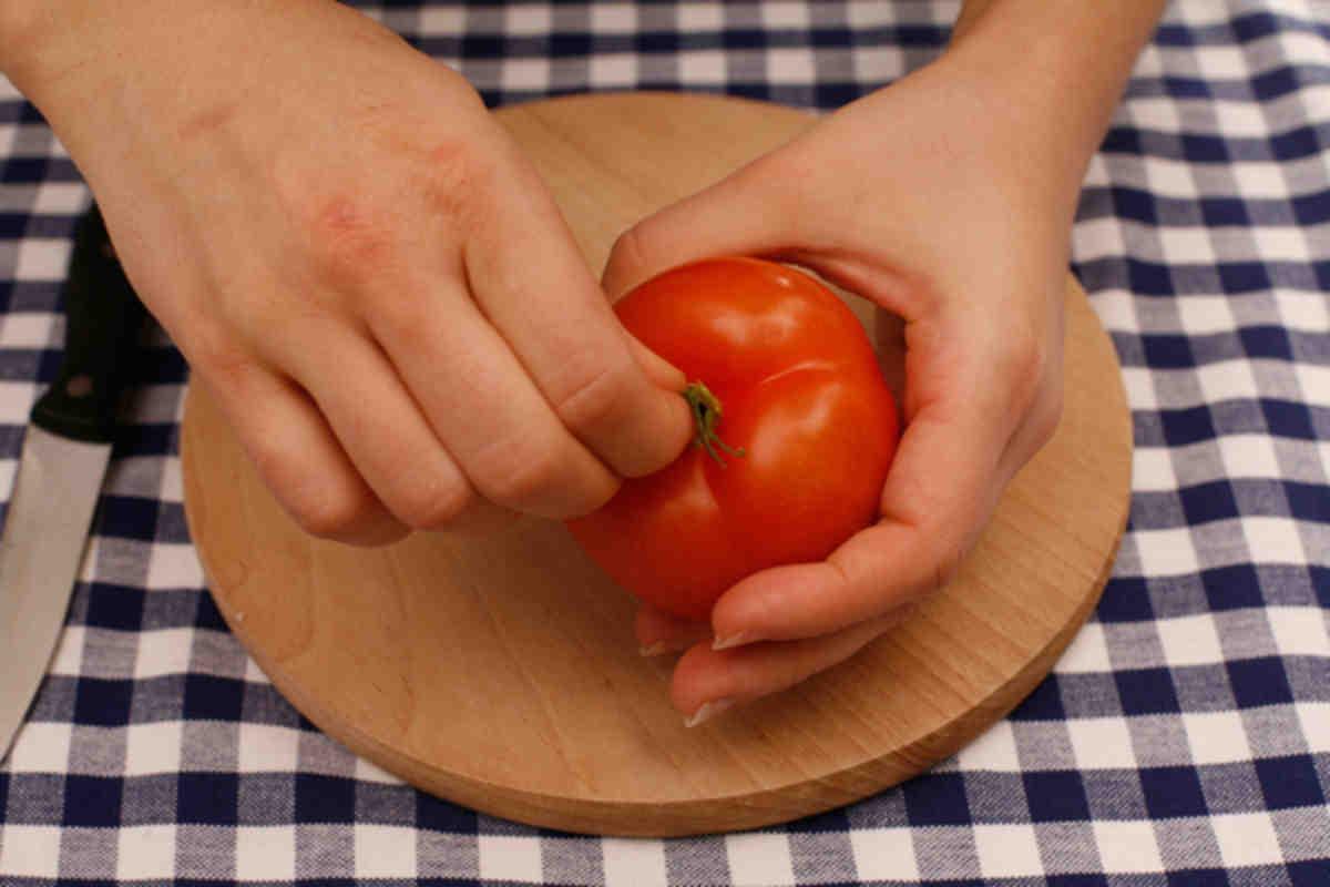 Как быстро снять кожуру с помидора