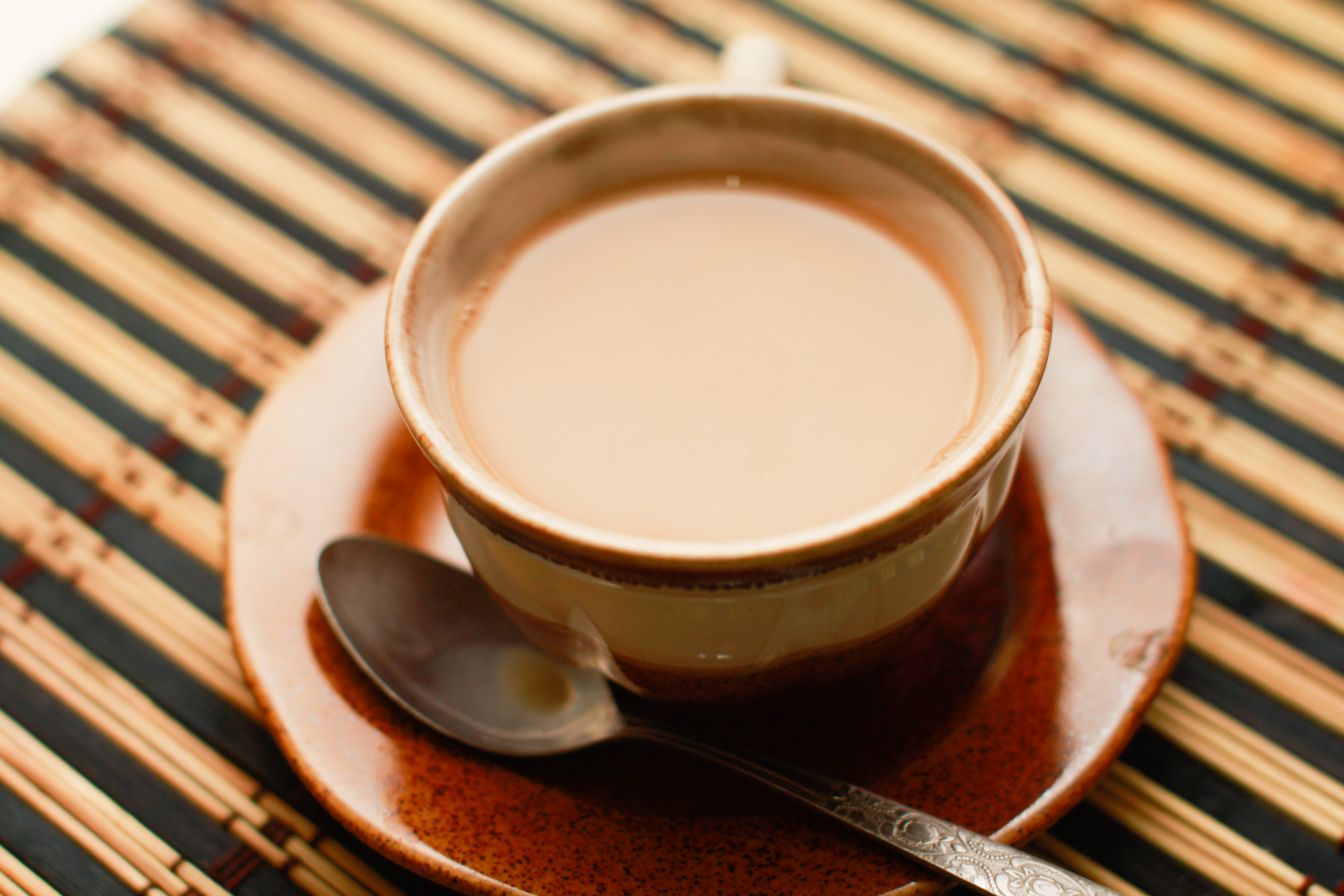 Чай с молоком, его польза и вред